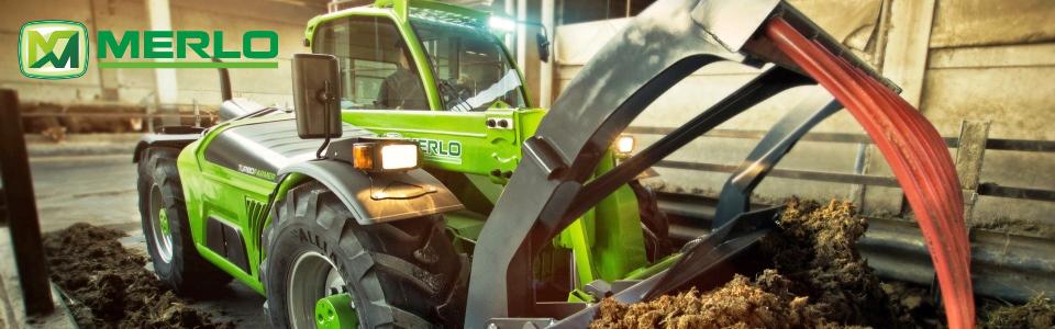 AGROM - widok na maszyny rolnicze przed salonem